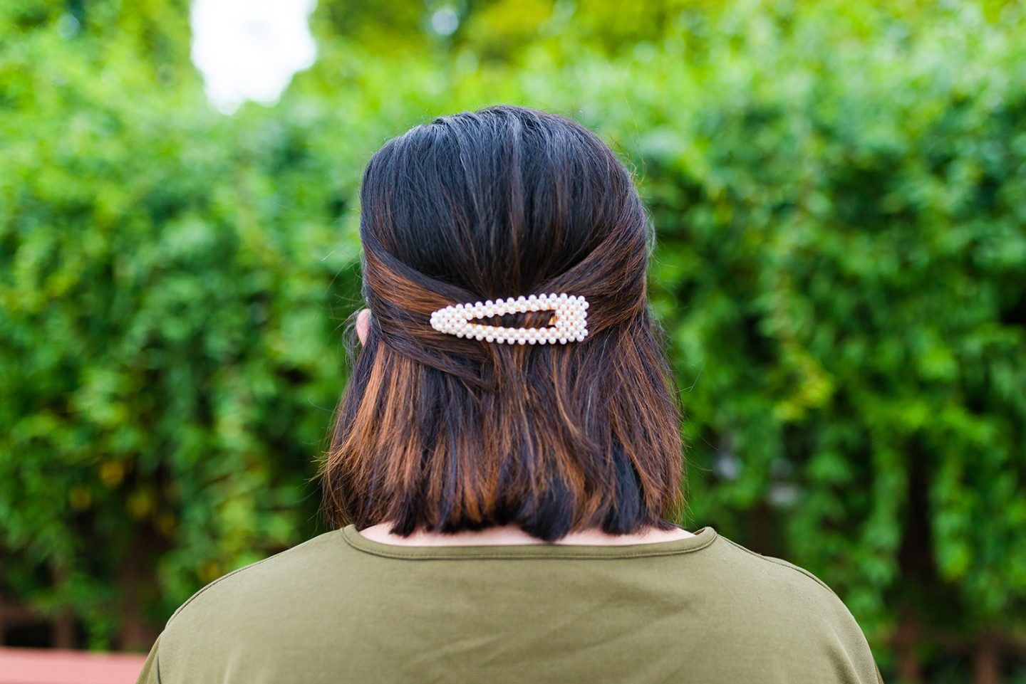4 Ways to Wear a Barrette